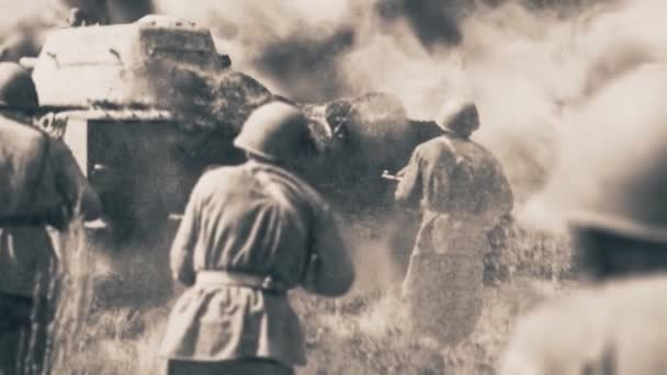 Rusko - Moskva, 04.10.2021: retrospektivní černobílé fotografie z druhé světové války. Záběry ze skladu. Staré černobílé obrázky mnoha vojáků a strojů.