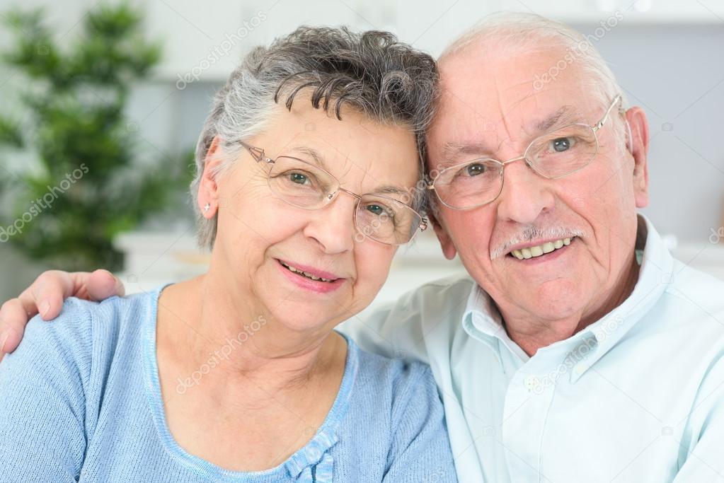 elderly-couple-same-pose-latina-lesbian-perfect-girls