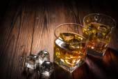 Whiskey italok a fa