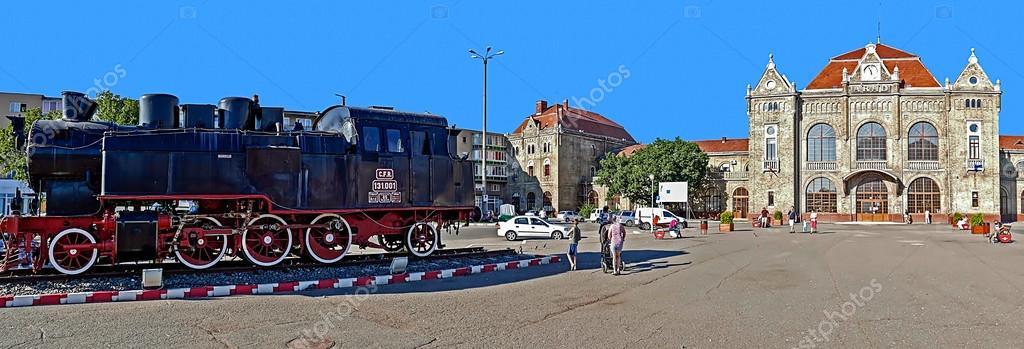Arad Rumänien gamla järnvägsstationen i arad rumänien och ett ånglok framåt