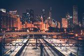Panorama Chicaga a železnice