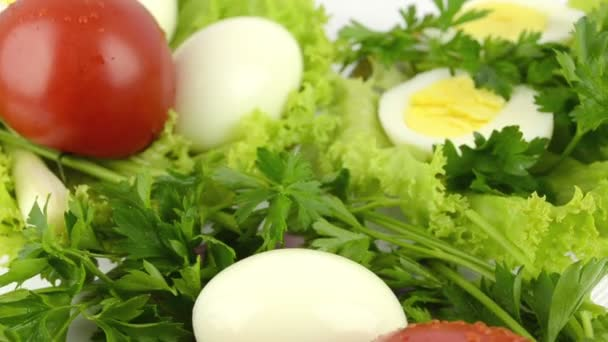 Zwiebeln, gekochte Eier, Salat, Tomaten, Petersilie