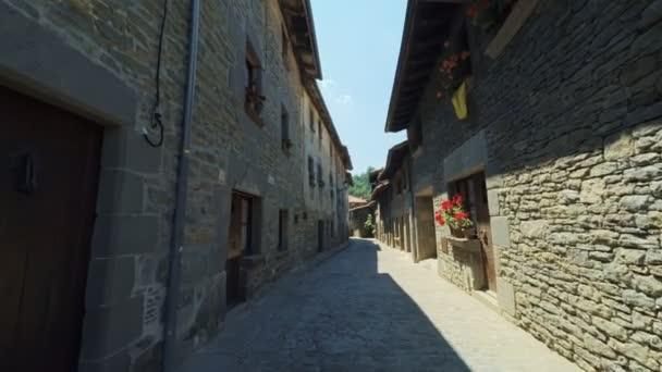 Plynulému stabilní široké úhlení střílel po úzké ulici ve staré Evropě