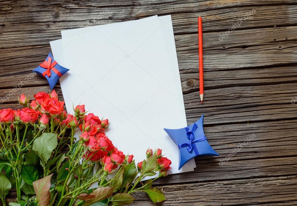 Valentinstag oder Jahrestag Liebesbrief und Rosen — Stockfoto ...