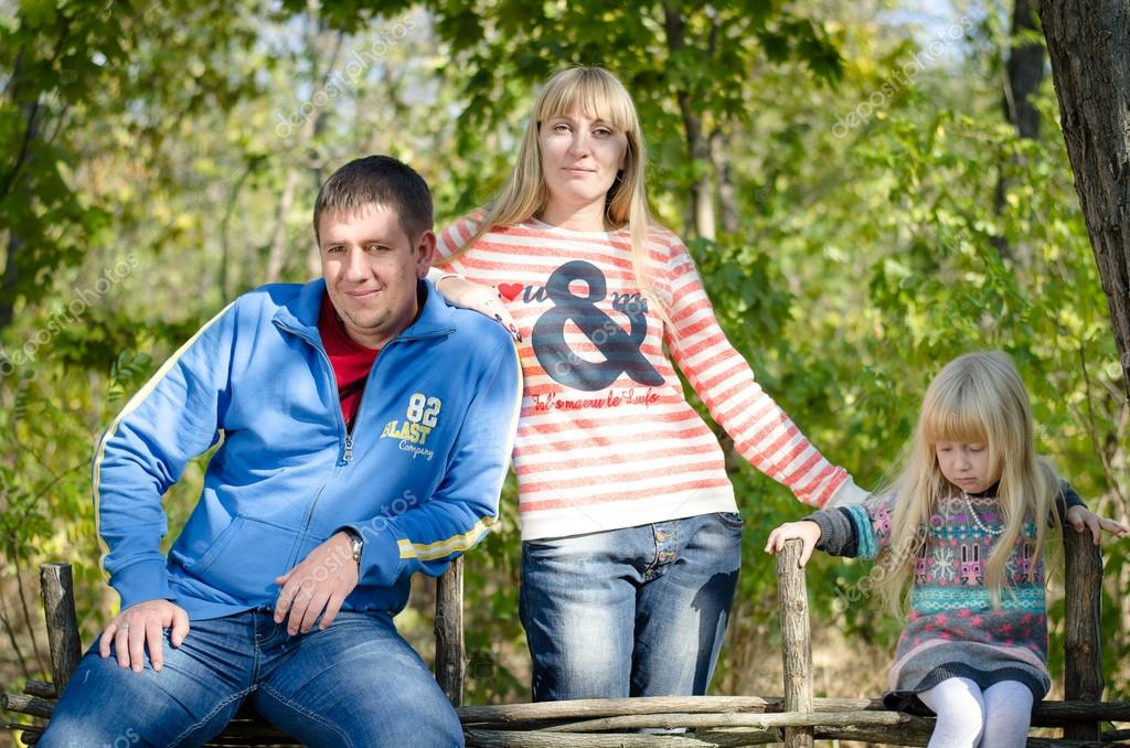 Фото семья в позе
