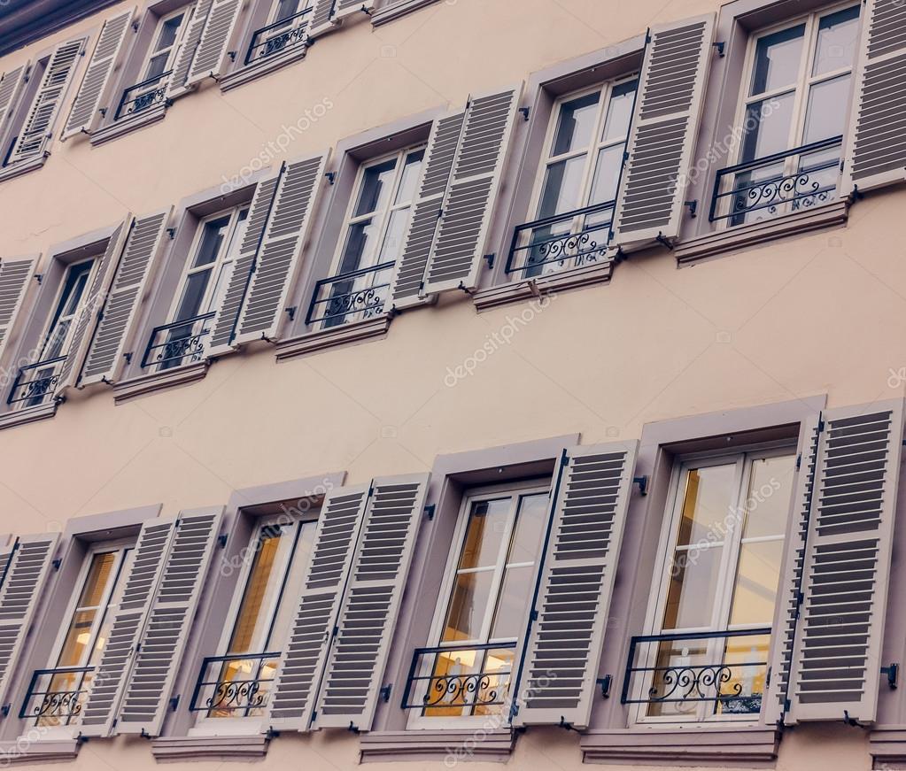 Franzosische Landhaus Fenster Mit Fensterladen Landhaus Frankreich