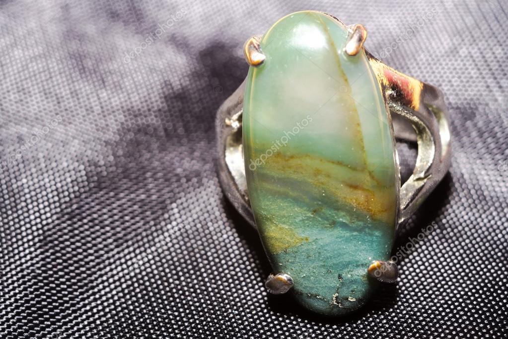 Zeer Ring met groene steen — Stockfoto © artshock #107250854 @SA42