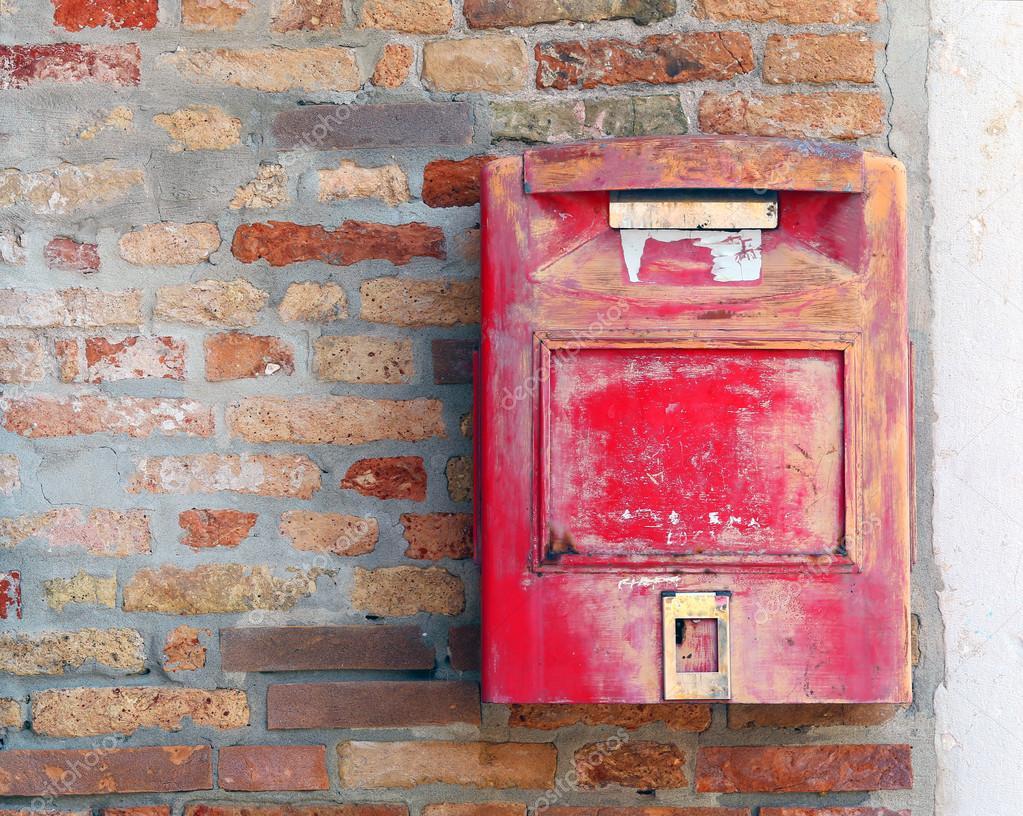 Открытки в почтовом ящике