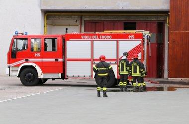 araç taşıma itfaiye ve yangın söndürme ekipmanları