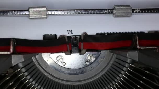 Psací stroj s napsal v novinách