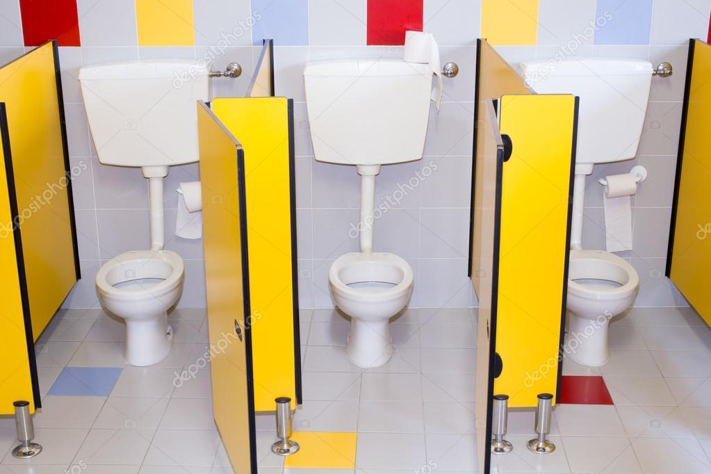 Imágenes: baños limpios de escuelas | pequeños cuartos de baño de ...
