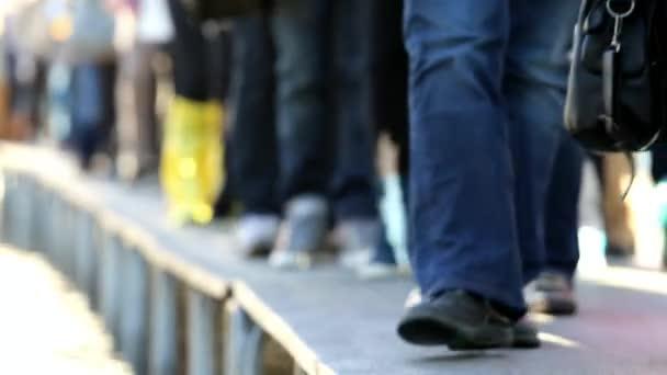 Lidí, kteří jdou na molu v náměstí svatého Marka v Benátkách