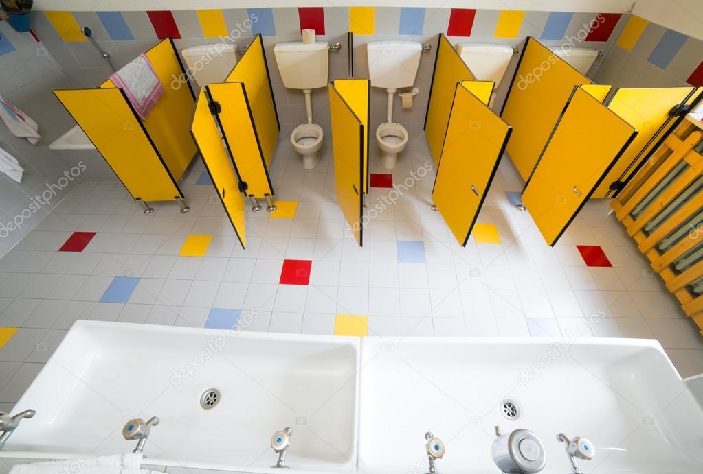 Badezimmer Kindergarten Von Oben Fotografiert Stockfoto