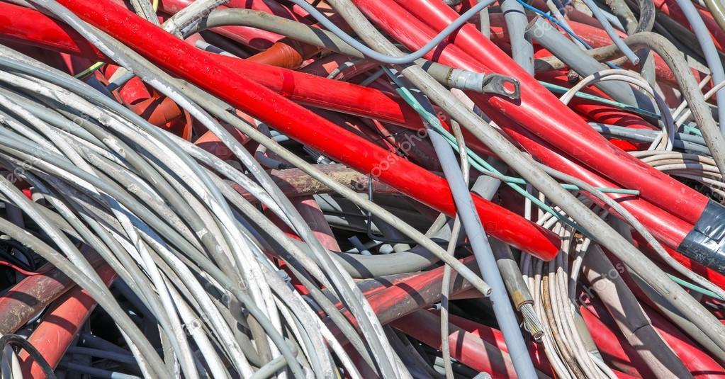 Rote elektrische Leitungen in den Dump Sondermaterial — Stockfoto ...