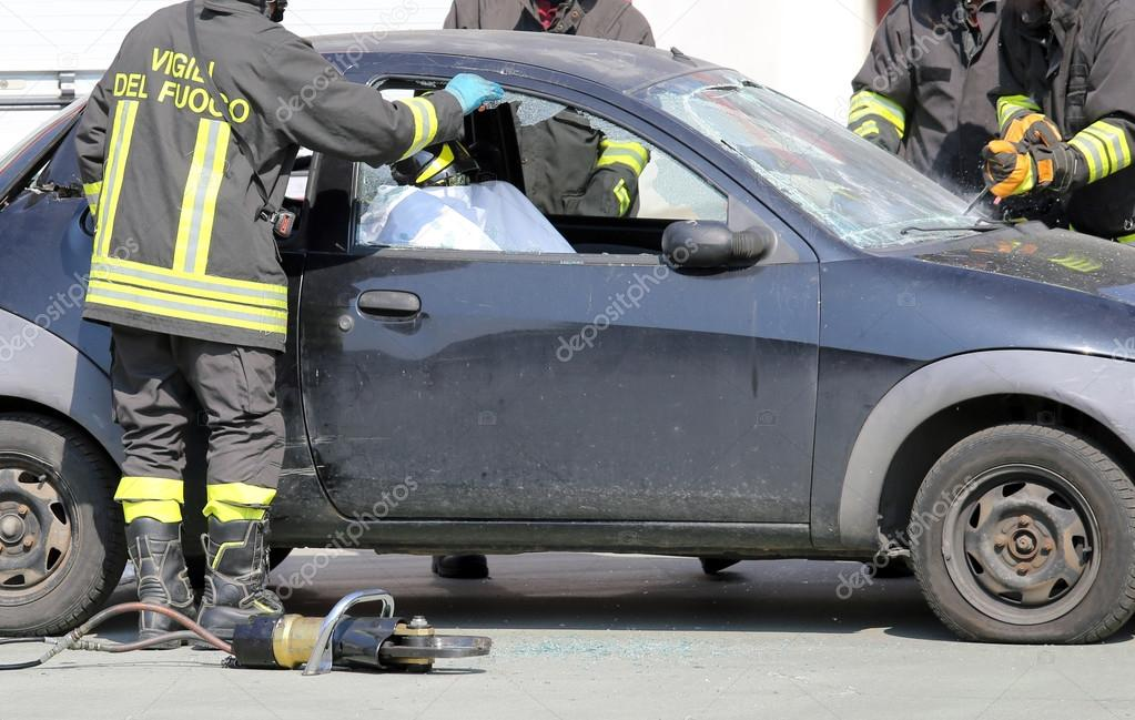 firefighters during a practice of road accident simulation — Stock ...