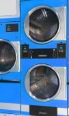 Fotografia Automatico asciugatrice a gettoni in lavanderia a gettoni