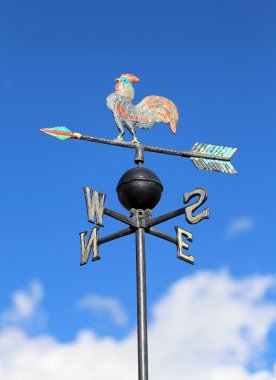 weathercock for measuring wind direction with the cardinal point
