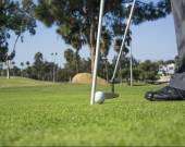 Putting a golfista
