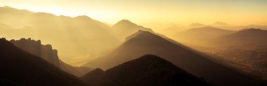 "Картина, постер, плакат, фотообои ""Панорамный живописный вид на горы и холмы силуэт на sunse"", артикул 88734830"