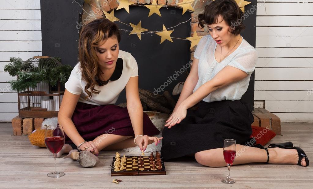 Фото две подружки играют с самотыком — 9