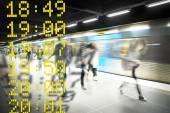 Photo Blurred people on subway platform