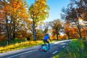Cyklista na podzim