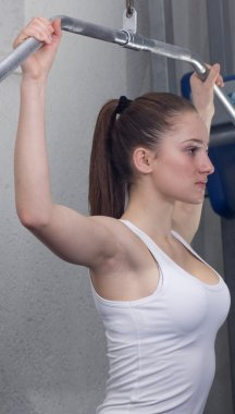 Woman doing wide grip pulldown