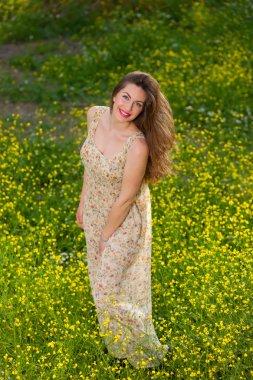 """Картина, постер, плакат, фотообои """"Красивая молодая девушка среди желтые цветы"""", артикул 103373314"""