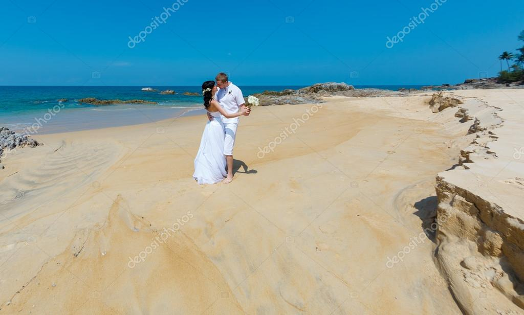 Wedding bride groom sea palm tree tropics