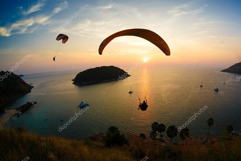 Flight of a paraplane in the twilight