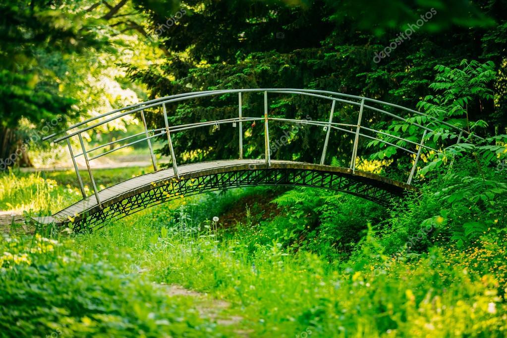 pont de jardin decoratif cool pont jardin japonais with pont de jardin decoratif decoration. Black Bedroom Furniture Sets. Home Design Ideas