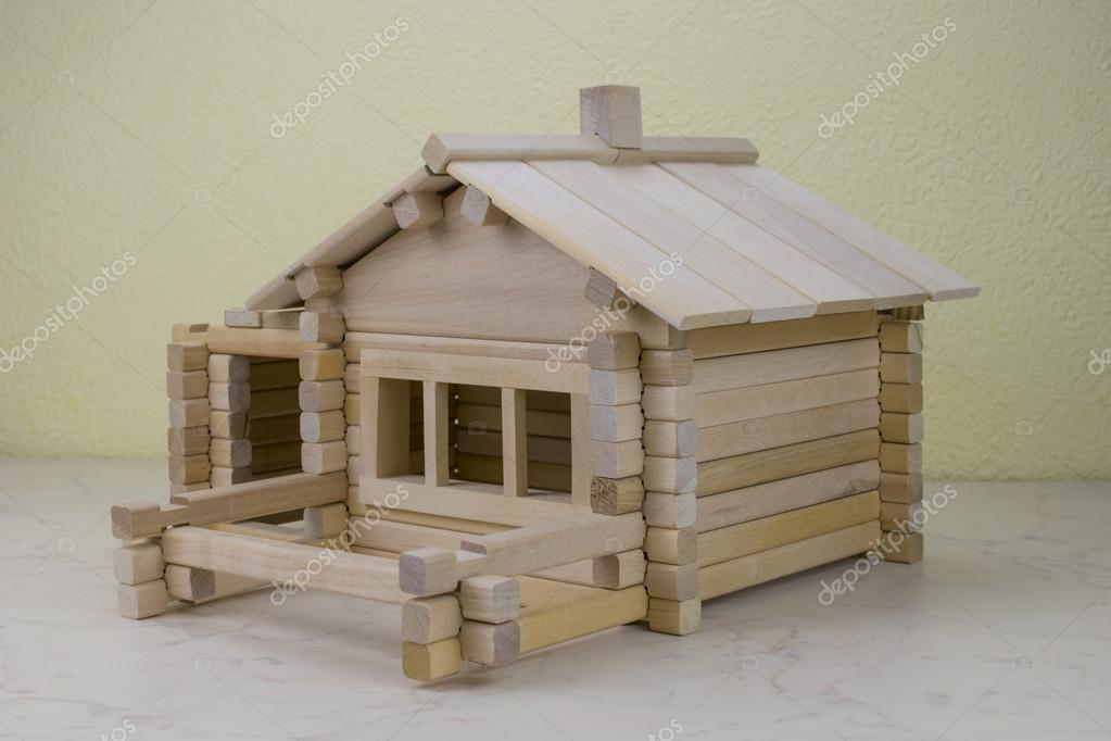 Progettazione Casa In Legno : Casa di legno da progettazione dei bambini u foto stock deburg