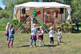 Pereslavl Zalesskij, Rusko, červenec, 13, 2013. Děti účastnit lidových zábav na město den ve městě Pereslavl-Zalesskiy