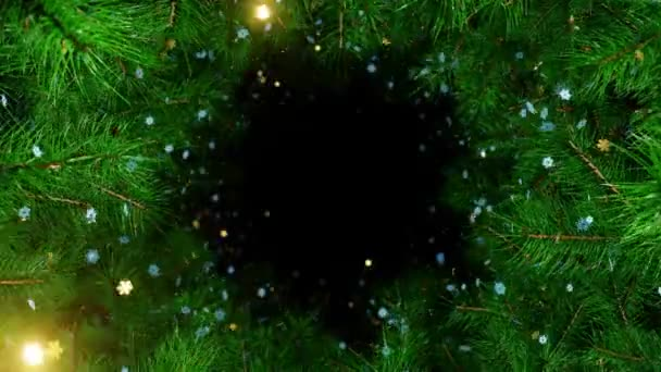 Nový rok a Vánoce 2021 BAckground. Zelená větve vánočního stromku se zlatými a bílými vločkami. Animace 4K 3D smyčky