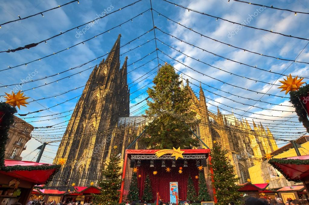 Christmas market near the Dom church in Cologne Germany — Stock ...