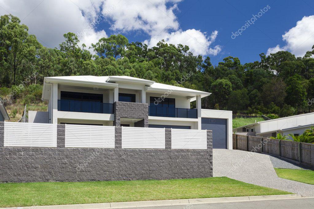 Esterno casa moderna foto stock zstockphotos 103826392 for Casa moderna esterno