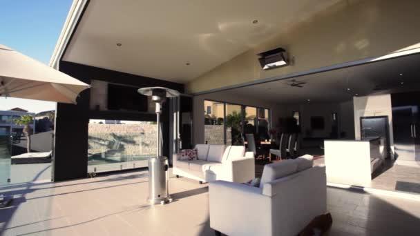 luxusní nábřeží domů