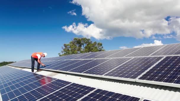 Solární panel technik