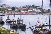 Flotte von Hafenbooten auf dem Douro