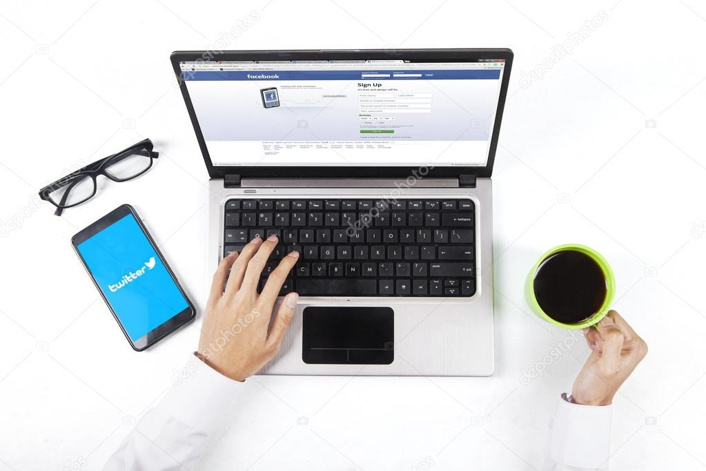 Person enjoy coffee while opening facebook