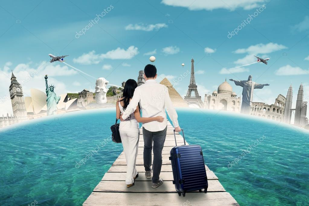 Couple going to honeymoon on the famous monuments
