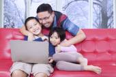 Fotografia Father and his children watching movie on laptop