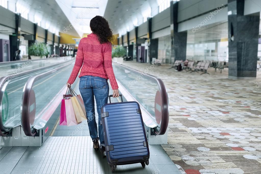 Видео про эскалатор и чемоданы чемоданы барбари