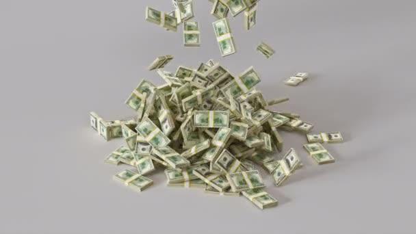 Hromádky peněz padají shora z bílého pozadí. Hromada dolarových bankovek padá. Profesionální 4K 3D vykreslování animace