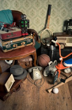 Group of vintage assorted items