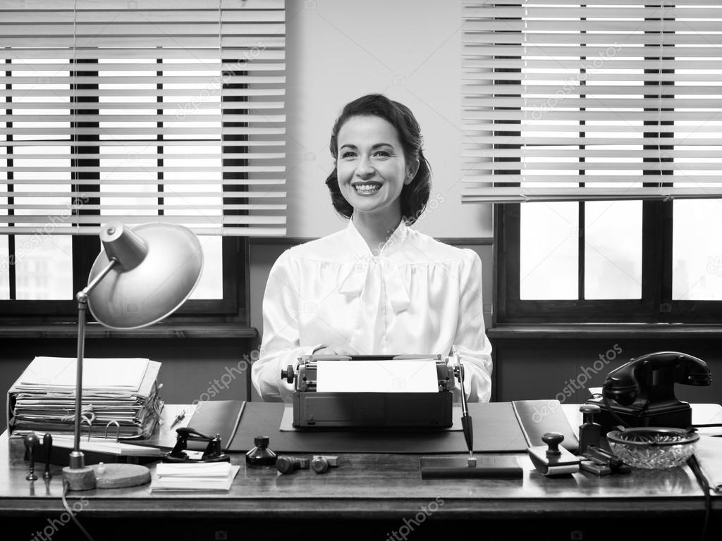Vintage secretaria trabajando en la oficina foto de for Xxx porno en la oficina