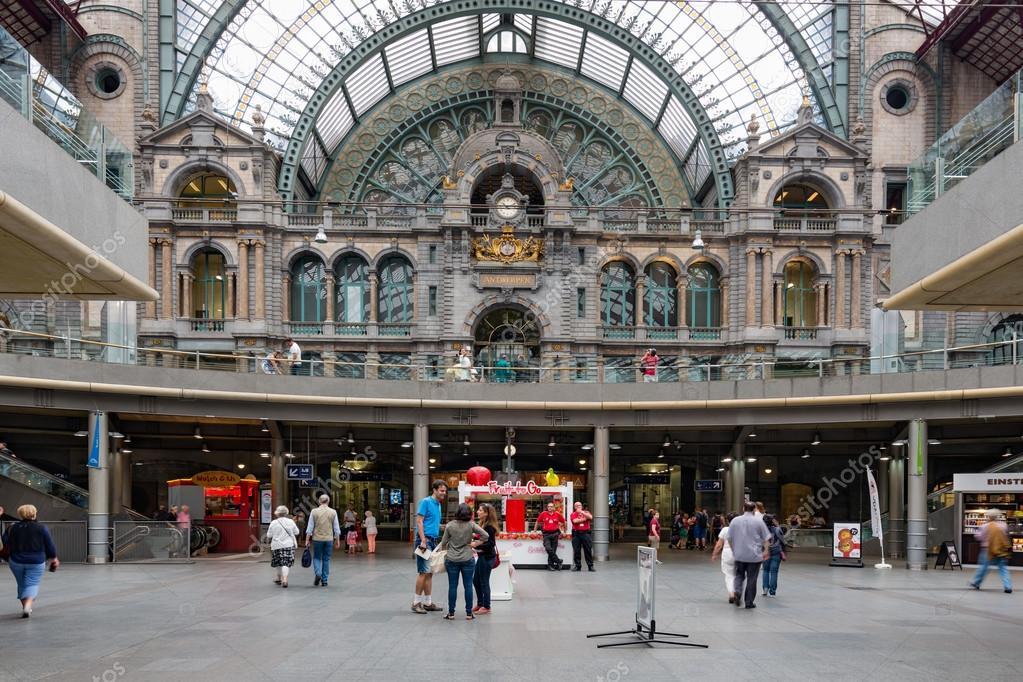 antwerpen belgi 14 aug beroemde art deco interieur van de centrale hal van het centraal station antwerpen op 14 augustus 2015 in antwerpen
