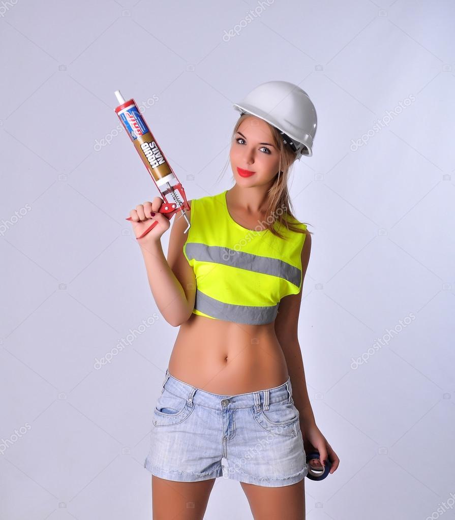 Сексуальная девушка строитель