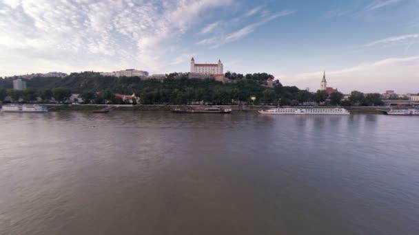Bratislavský hrad a most přes Dunaj