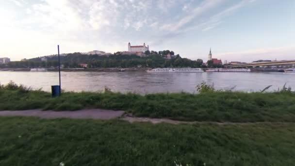 Bratislavský hrad a Dunaj